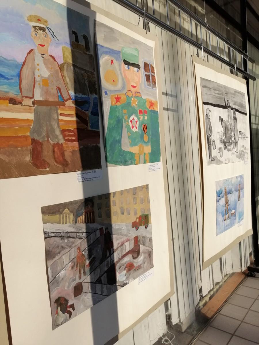 Выставка учащихся художественного отделения, посвященная Году памяти и славы