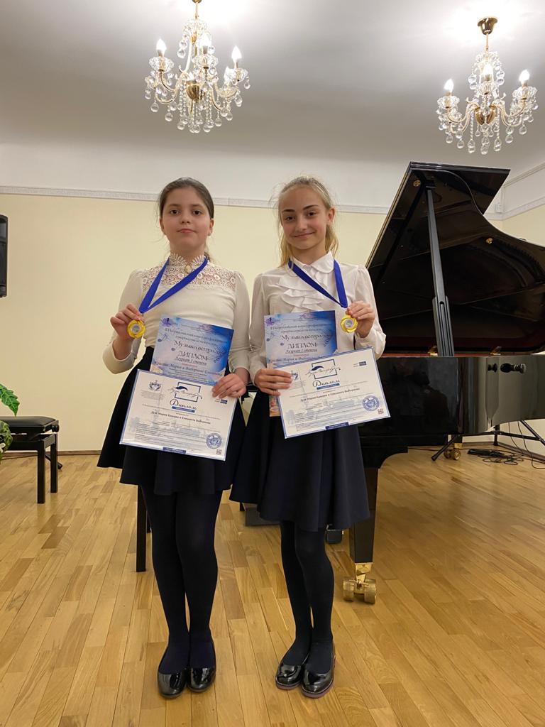 Фортепианные дуэт стал лауреатом конкурсов
